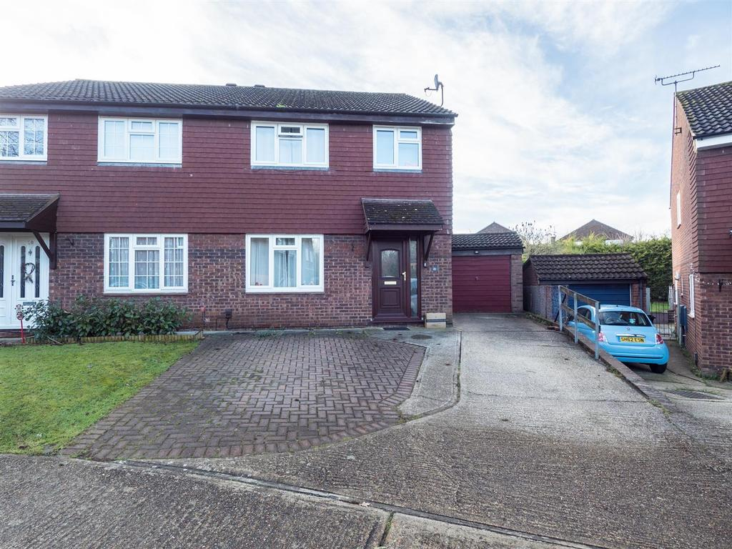 3 Bedrooms Semi Detached House for sale in Bournewood Close, Downswood, Maidstone