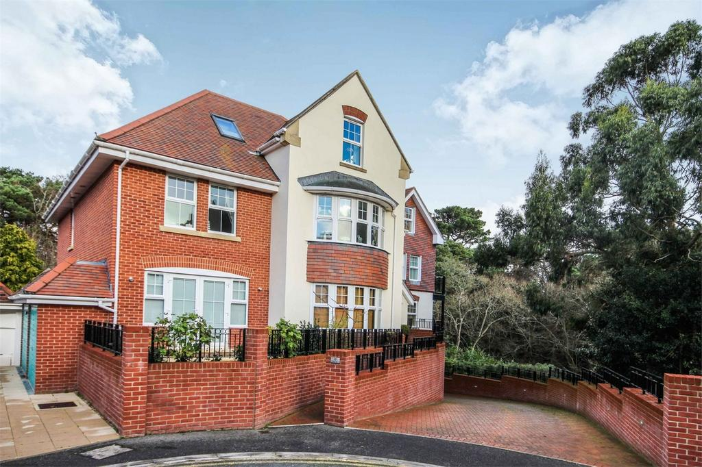 2 Bedrooms Detached House for sale in 17 Rosemount Road, Westbourne, BOURNEMOUTH, Dorset