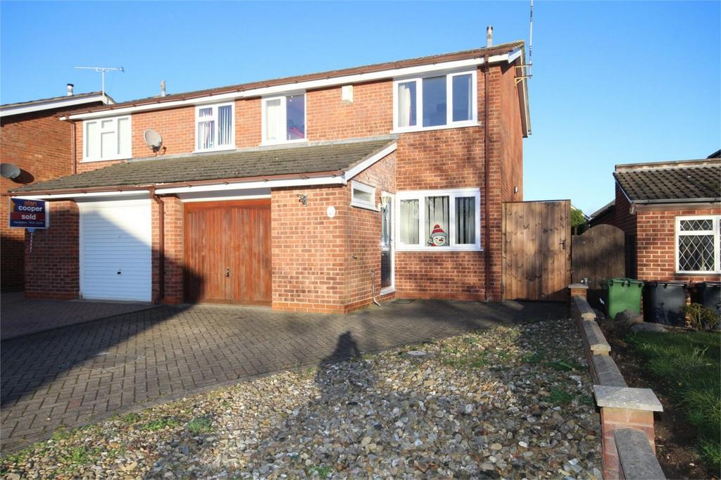 3 Bedrooms Semi Detached House for sale in Leaward Close, Nuneaton, Warwickshire