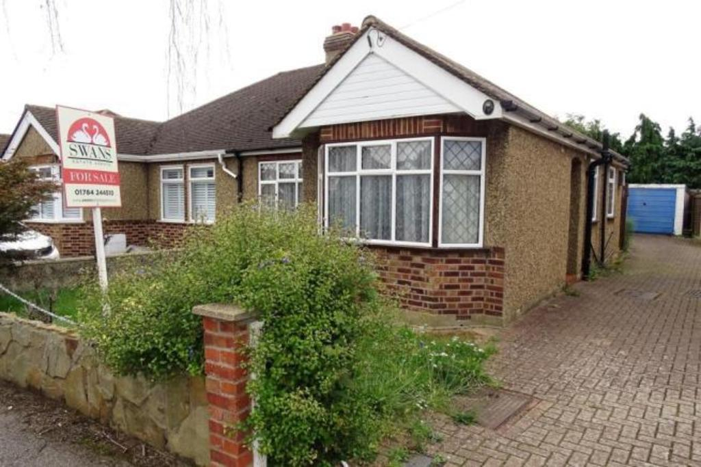 2 Bedrooms Semi Detached Bungalow for sale in Ashford, TW15