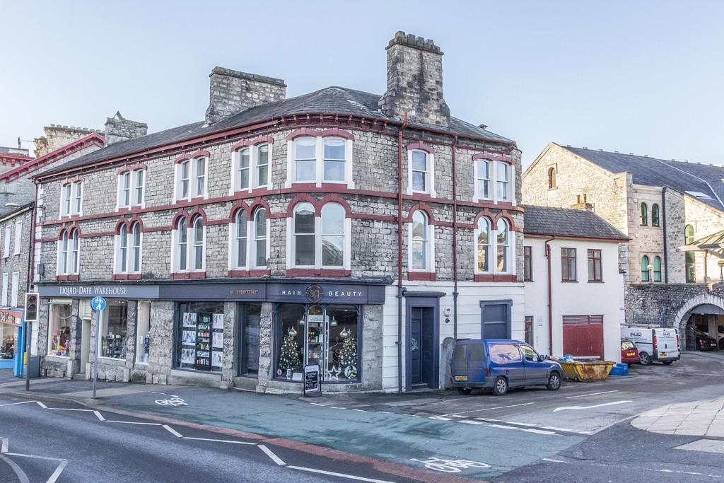 2 Bedrooms Apartment Flat for sale in 1 Riverside Apartment, Stramongate, Kendal