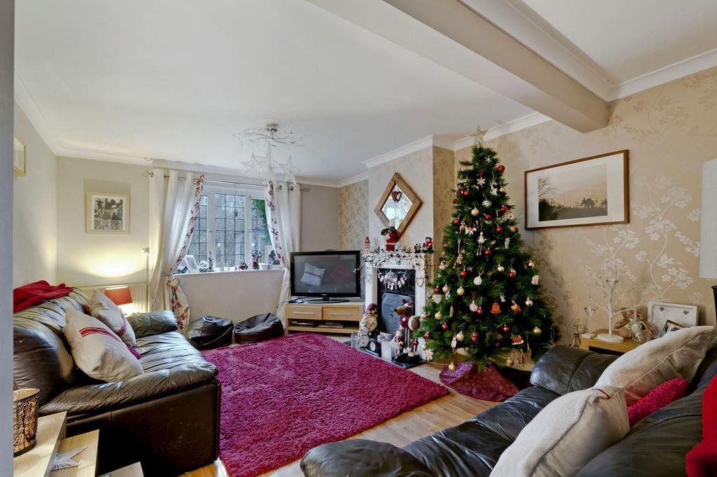 3 Bedrooms Semi Detached House for sale in Sandy Lane, Addington