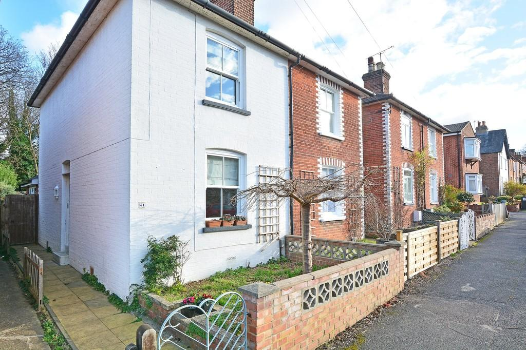 2 Bedrooms Semi Detached House for sale in High Path Road, Guildford