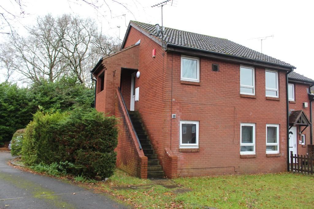 Studio Flat for sale in Corinna Gardens, Dibden