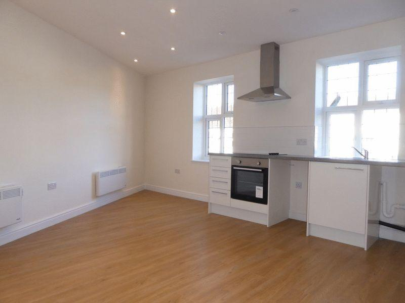 Brighton road coulsdon 1 bed apartment to rent 825 pcm for Room to rent brighton