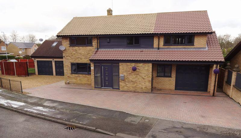 4 Bedrooms Detached House for sale in Coldermeadow Avenue, Corby