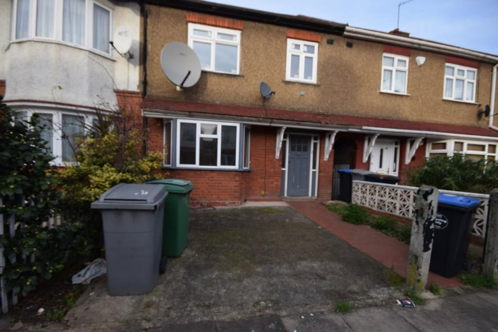 3 Bedrooms Terraced House for sale in St. Raphaels Way, London