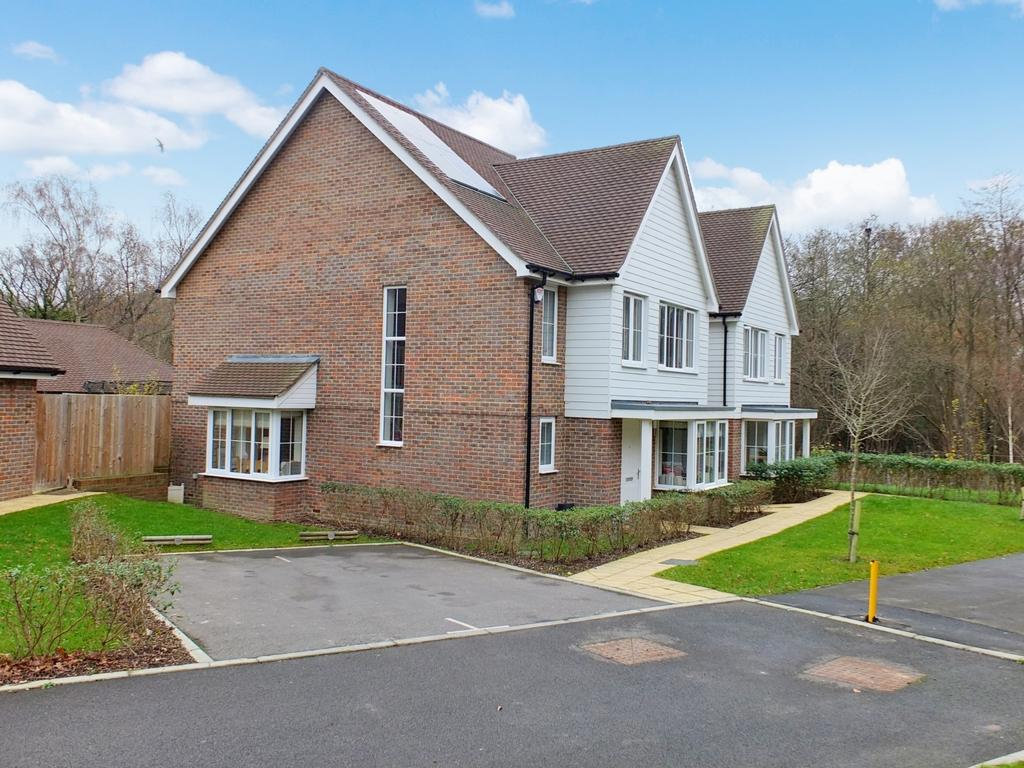 4 Bedrooms House for sale in Speedwell Drive, Lindfield, RH16