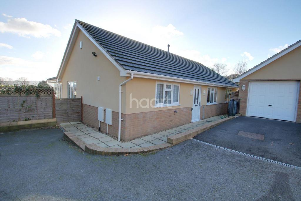 3 Bedrooms Bungalow for sale in Church Road