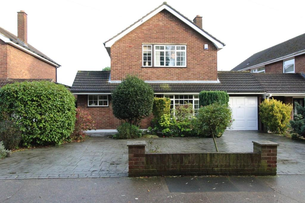 4 Bedrooms Detached House for sale in Hall Lane, Upminster, Essex, RM14
