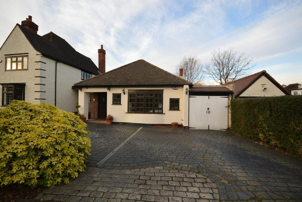 5 Bedrooms Detached Bungalow for sale in Exhibition Estate, Risebridge Road, Gidea Park, RM2