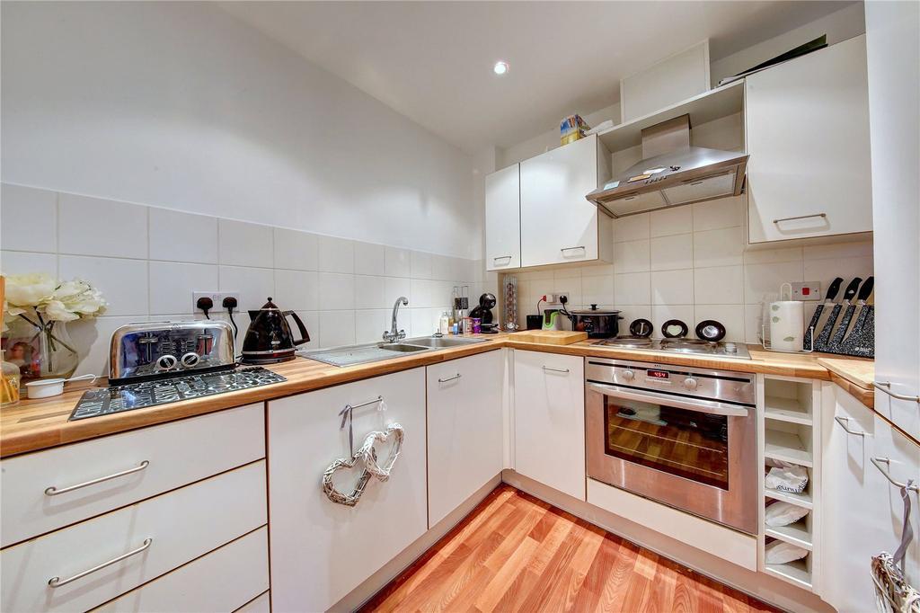 1 Bedroom Flat for sale in Challenge Court, Langhorn Drive, TW2