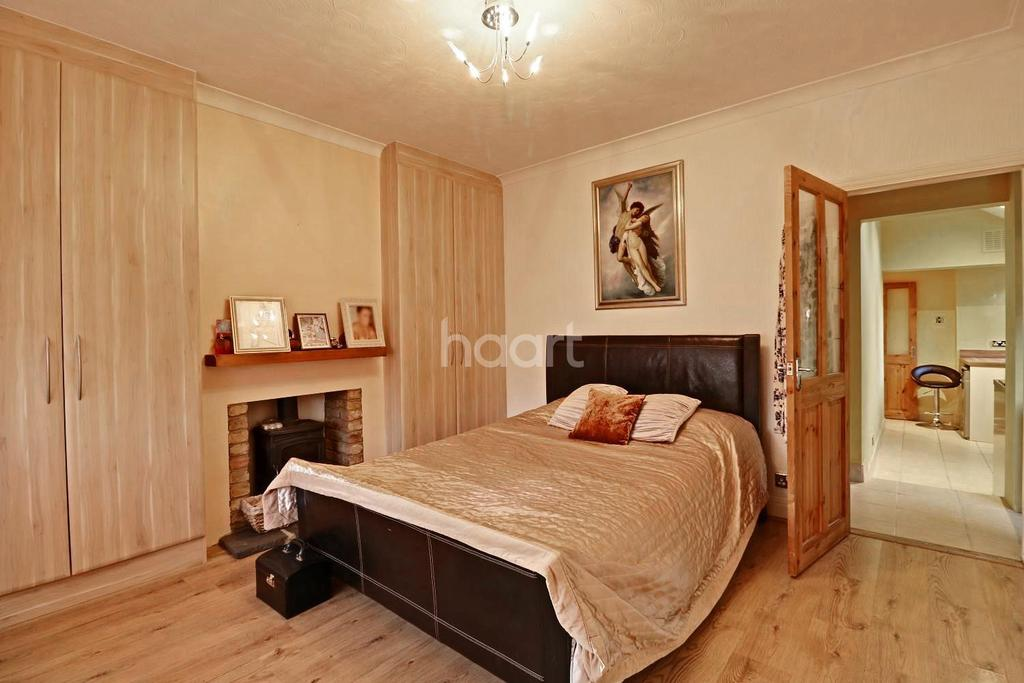 2 Bedrooms Bungalow for sale in Boscombe Avenue, Little Thurrock, Grays