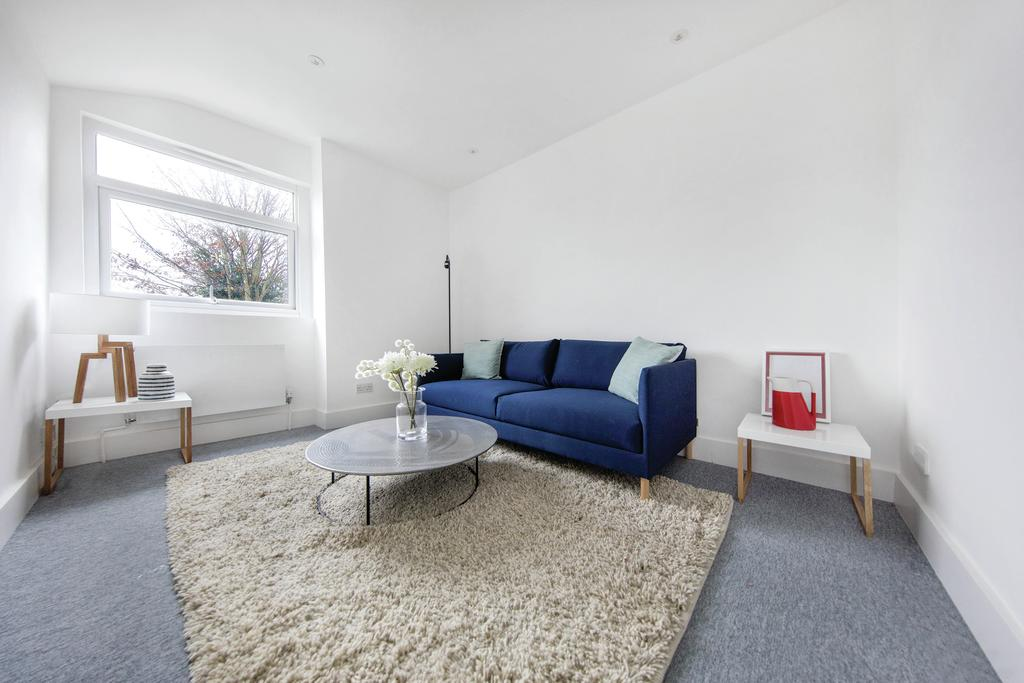 2 Bedrooms Flat for rent in Holmesdale Road, SE25