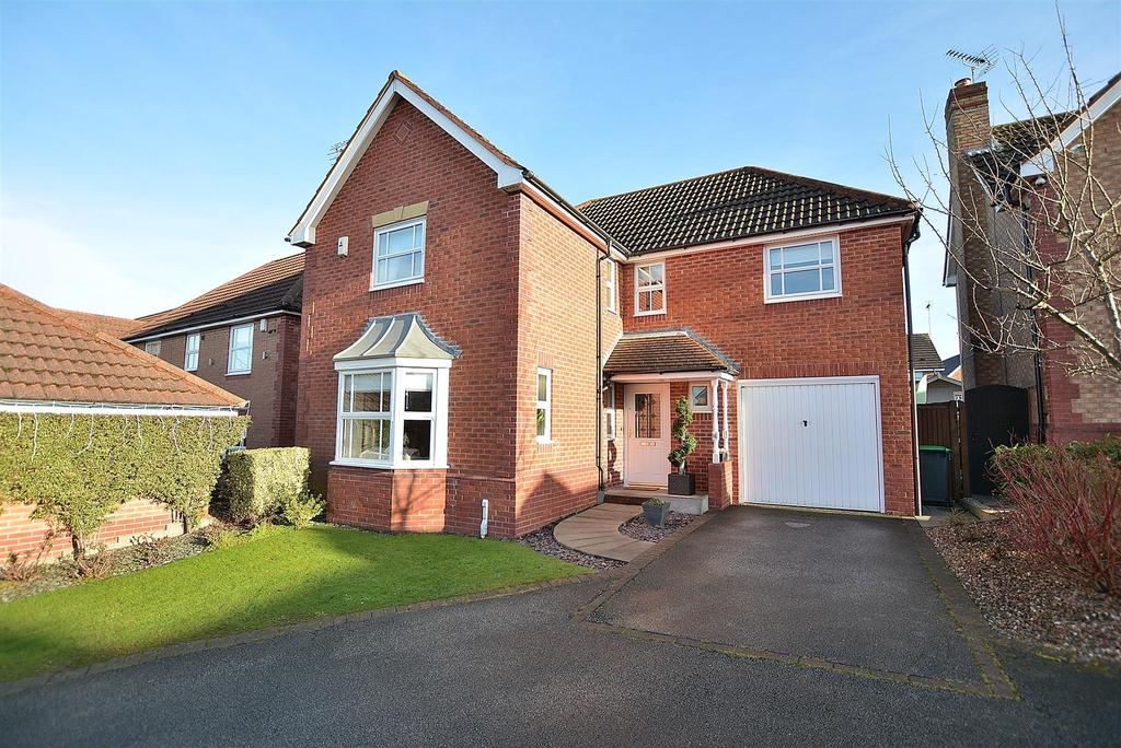 4 Bedrooms Detached House for sale in Wildflower Grove, Sutton-In-Ashfield