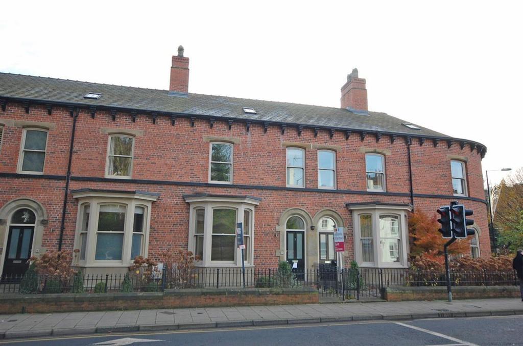 3 Bedrooms Flat for rent in Apt 1, Bond End Gardens, Knaresborough