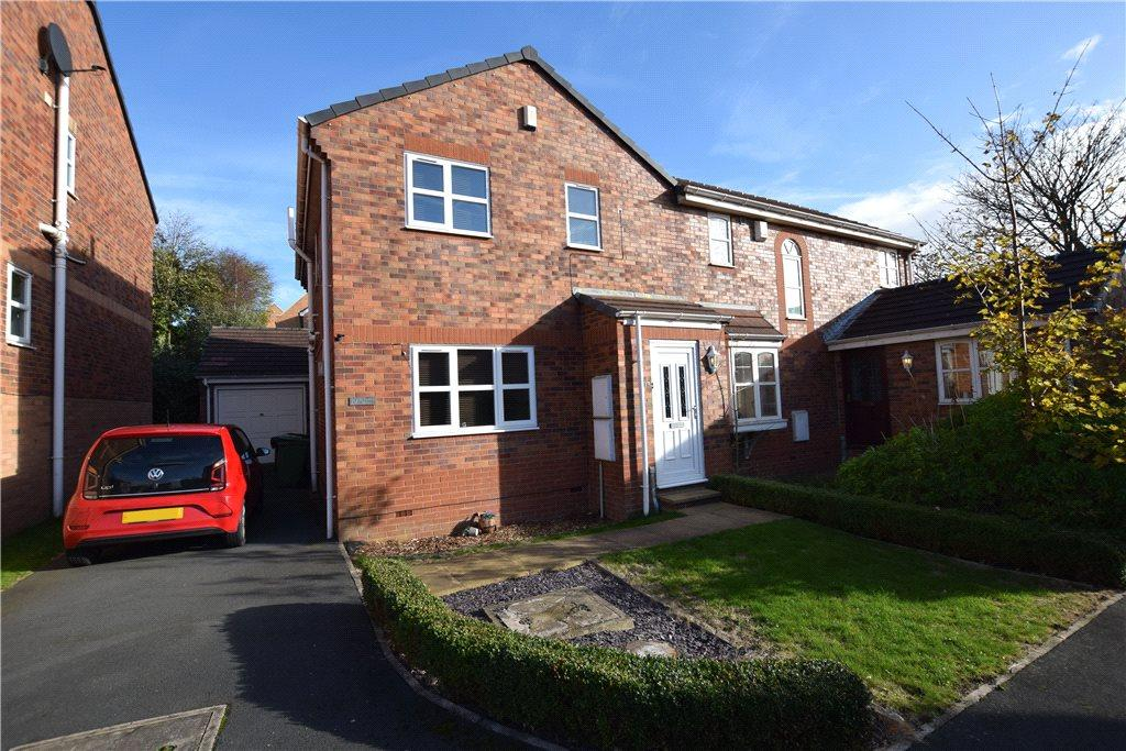 3 Bedrooms Semi Detached House for sale in St. James Mews, Leeds, West Yorkshire