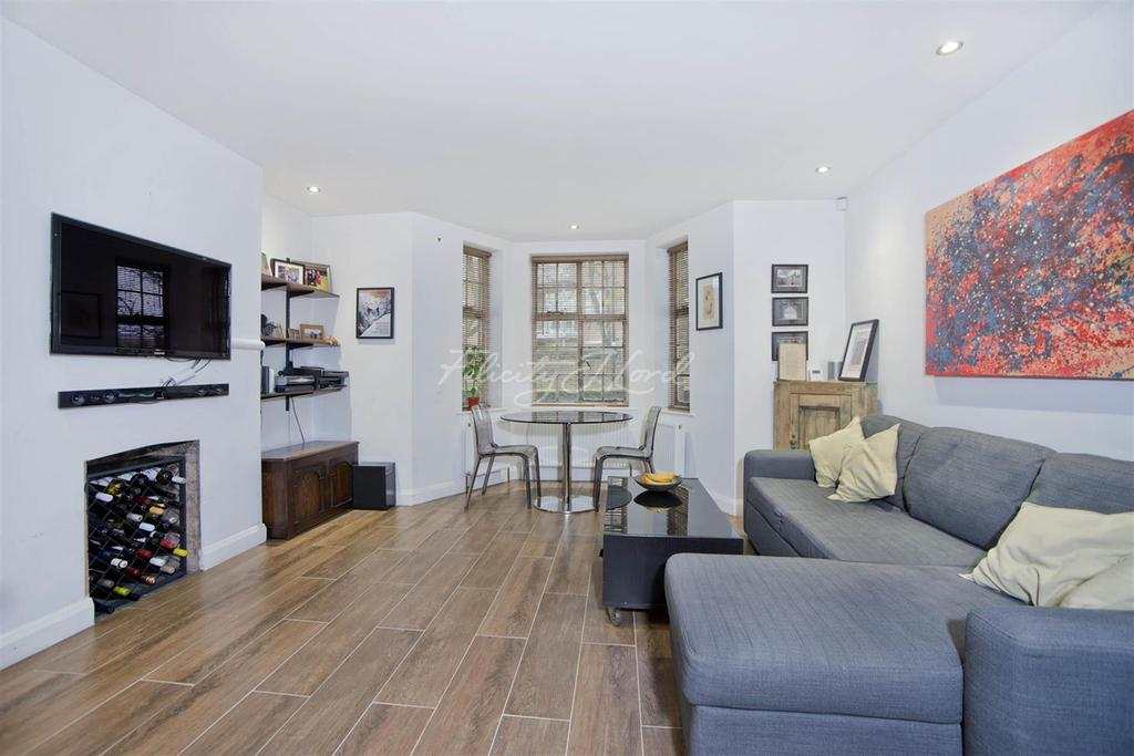 2 Bedrooms Flat for rent in Myddleton Passage, EC1R