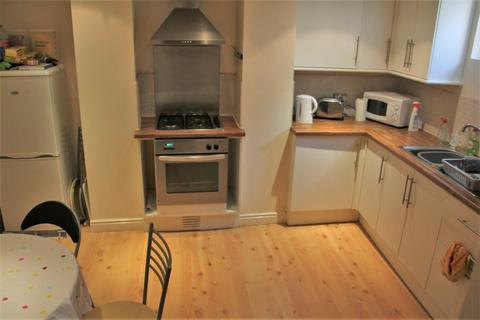 2 bedroom terraced house to rent - Autumn Grove, Hyde Park, LS6 1RL