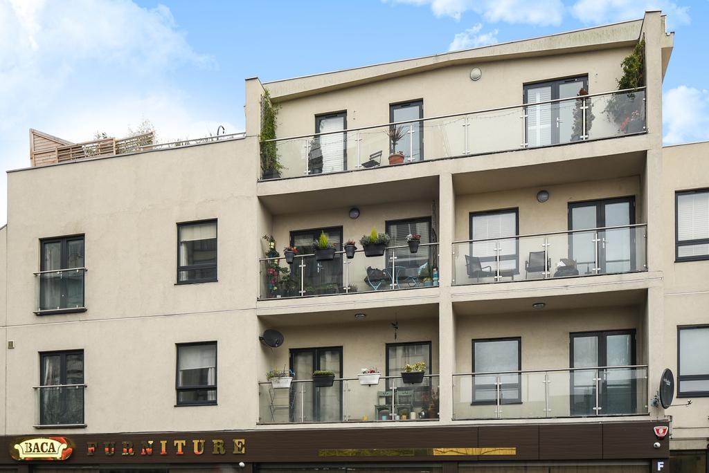 1 Bedroom Flat for sale in Brownhill Road London SE6