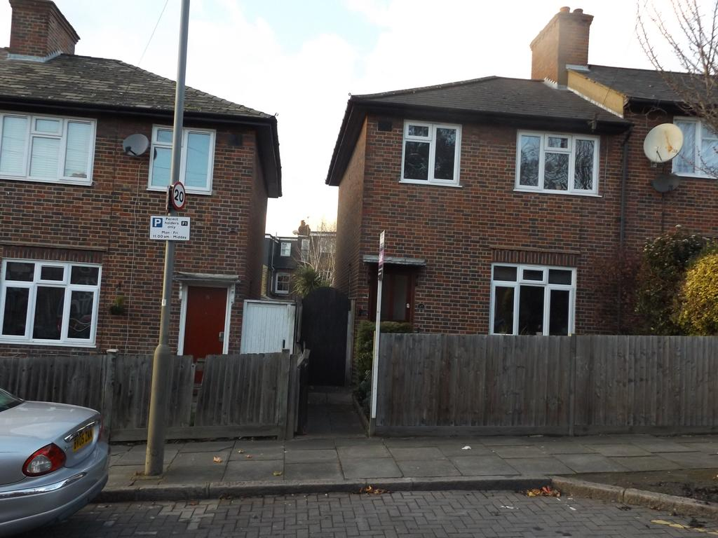3 Bedrooms End Of Terrace House for sale in Gorse Rise, London SW17