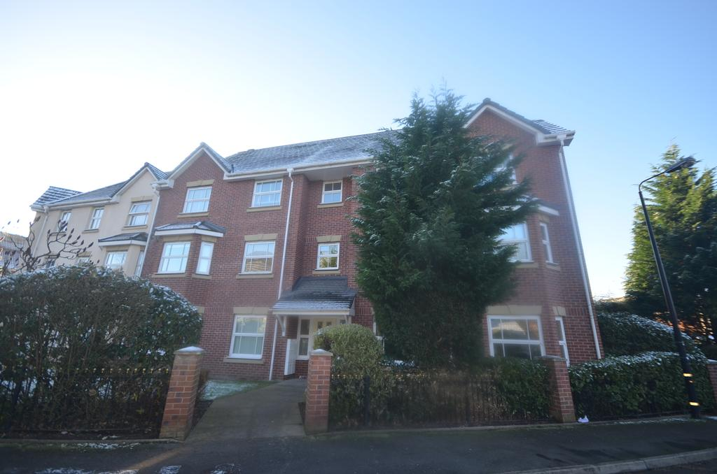 2 Bedrooms Apartment Flat for sale in Maryport Drive, Timperley WA15