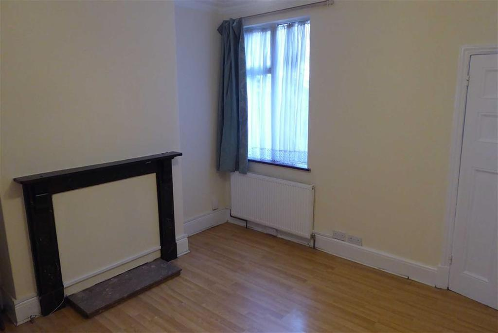 3 Bedrooms Terraced House for sale in Conway Road, Leicester