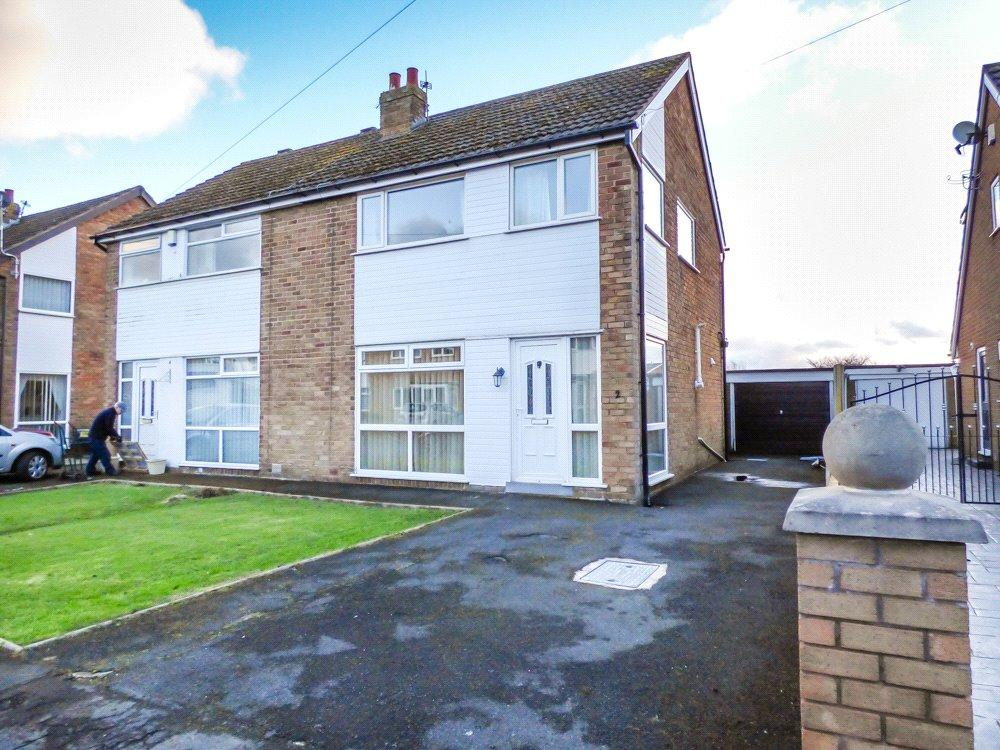 3 Bedrooms Semi Detached House for sale in Summerville Avenue, Staining, Blackpool