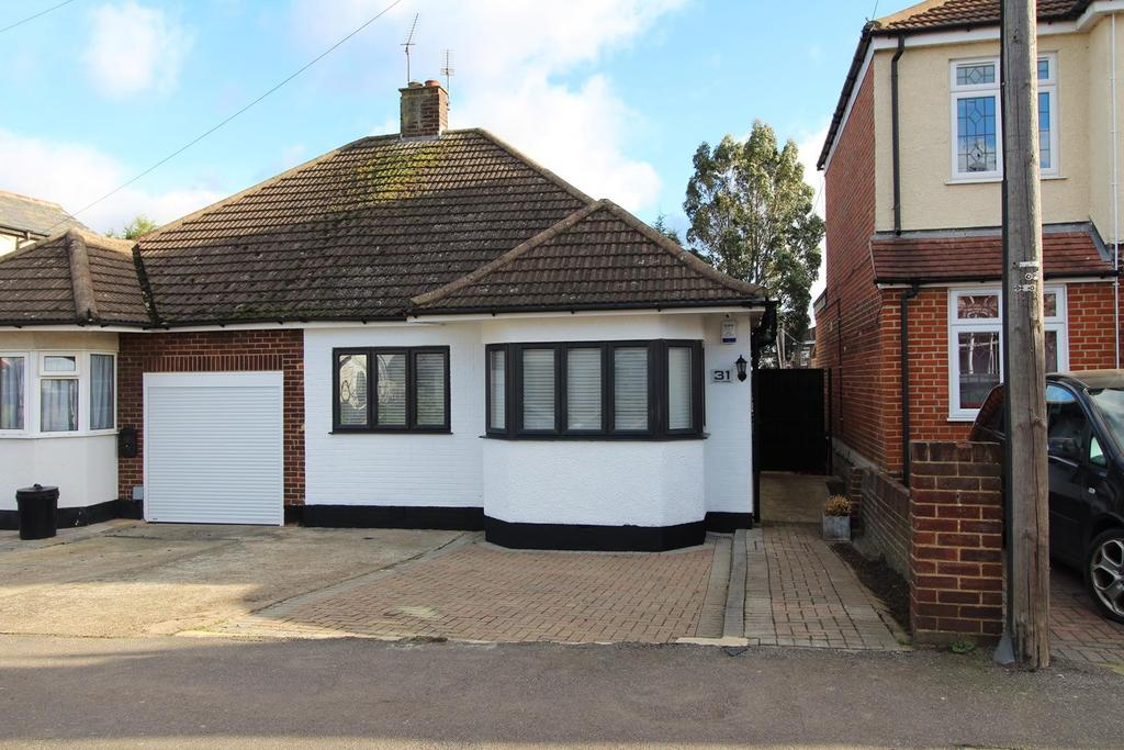 3 Bedrooms Semi Detached Bungalow for sale in Argyle Gardens, Upminster, Essex, RM14