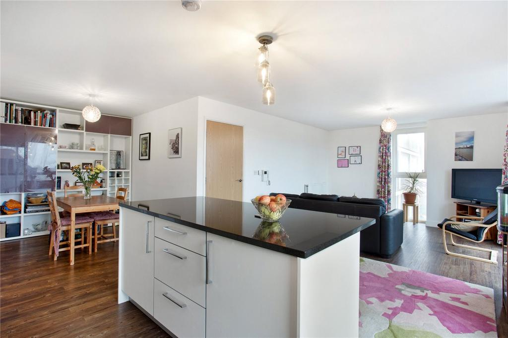 2 Bedrooms Flat for sale in Abraham House, Roseberry Place, Dalston, E8
