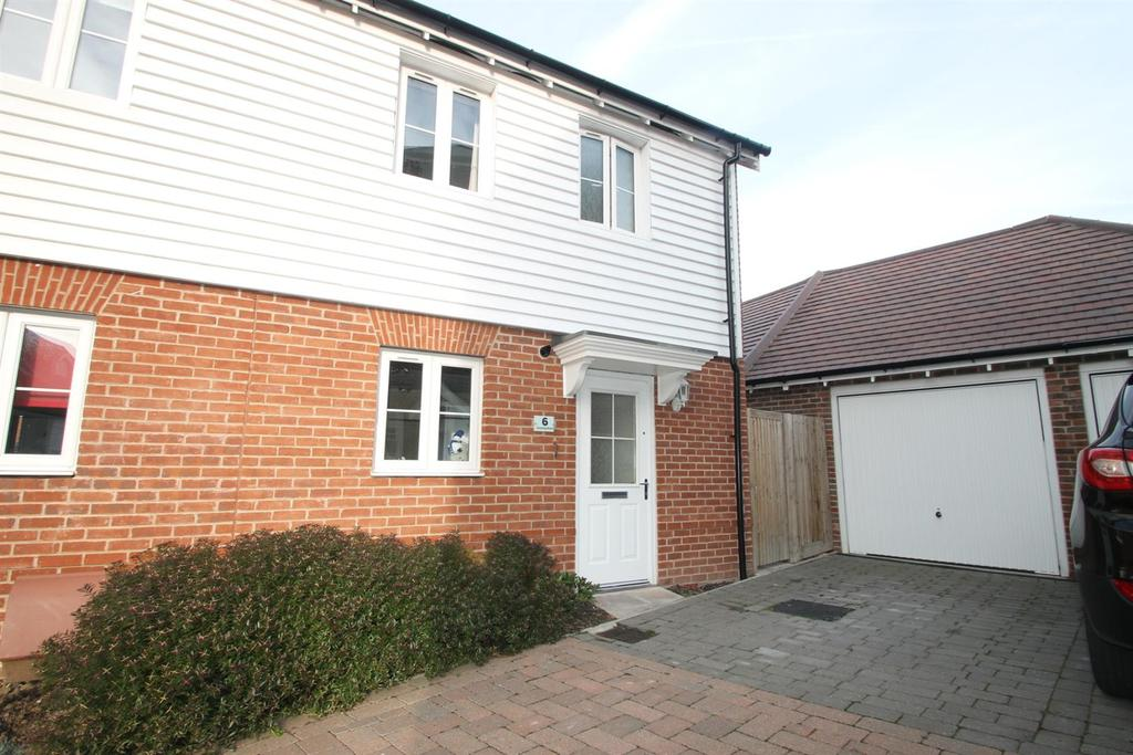 2 Bedrooms End Of Terrace House for sale in Grayling Road, Iwade, Sittingbourne