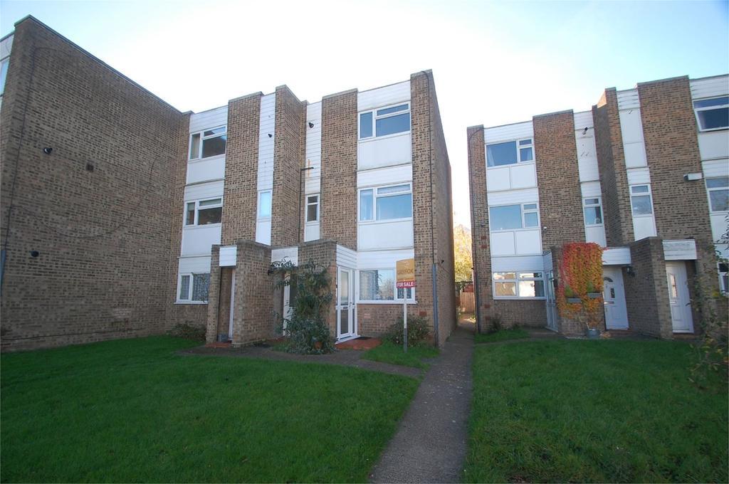 2 Bedrooms Maisonette Flat for sale in Maplins Close, Rainham, Gillingham, ME8