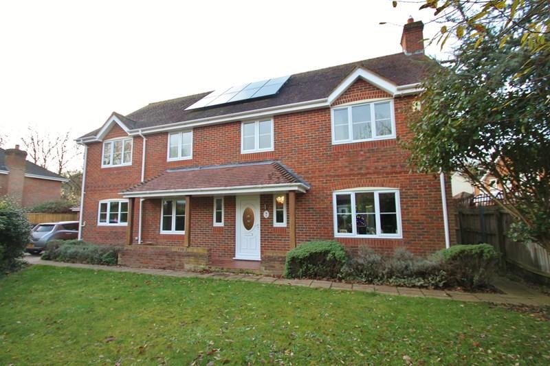 5 Bedrooms Detached House for sale in Stagswood, Verwood