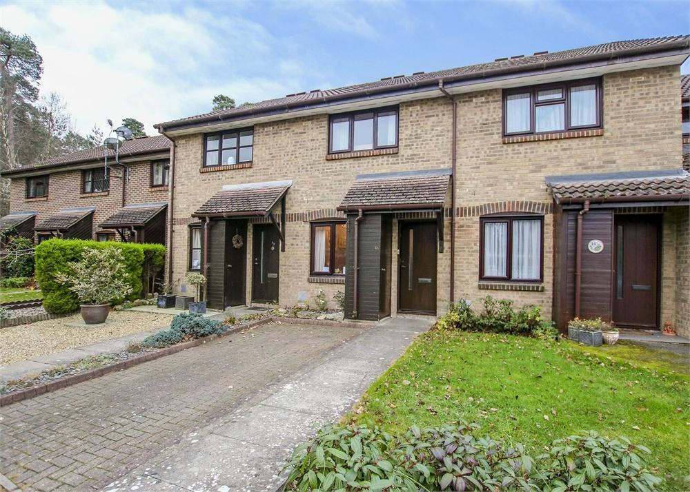 2 Bedrooms Terraced House for sale in Fordwells Drive, Bracknell, Berkshire