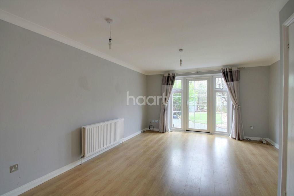 2 Bedrooms Terraced House for sale in Bishops Close, Basildon