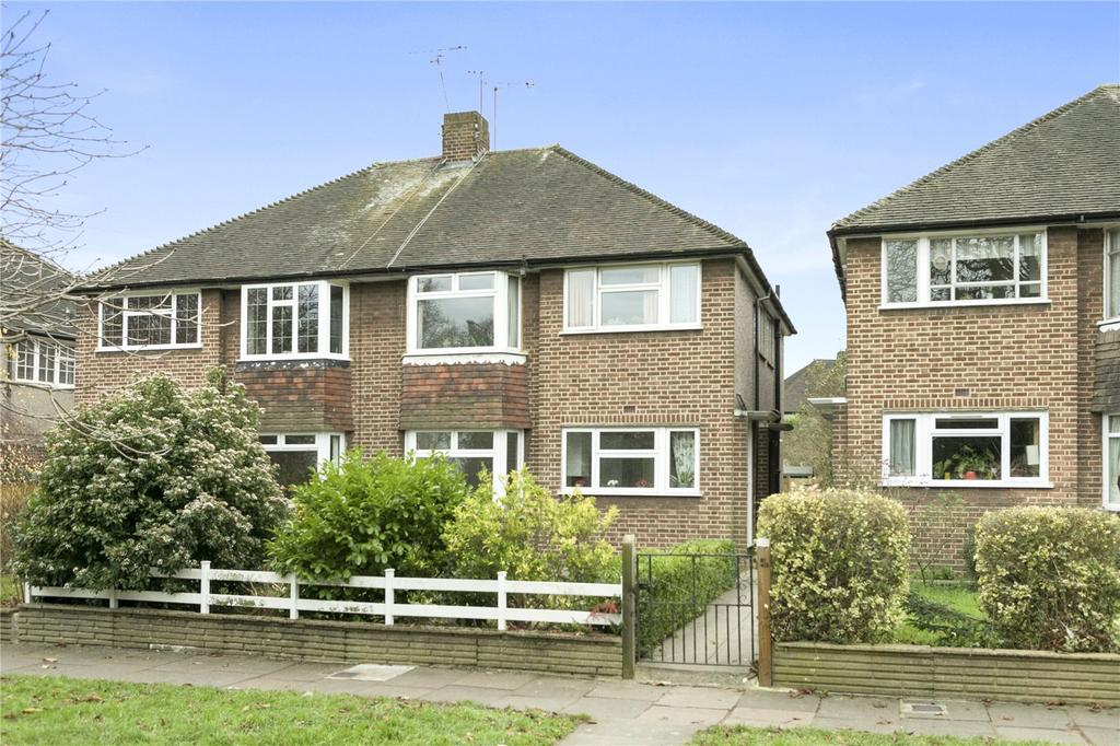 2 Bedrooms Maisonette Flat for sale in Kneller Road, Twickenham, TW2
