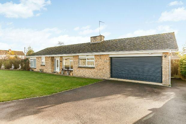 3 Bedrooms Detached Bungalow for sale in Kings Stile, Middleton Cheney