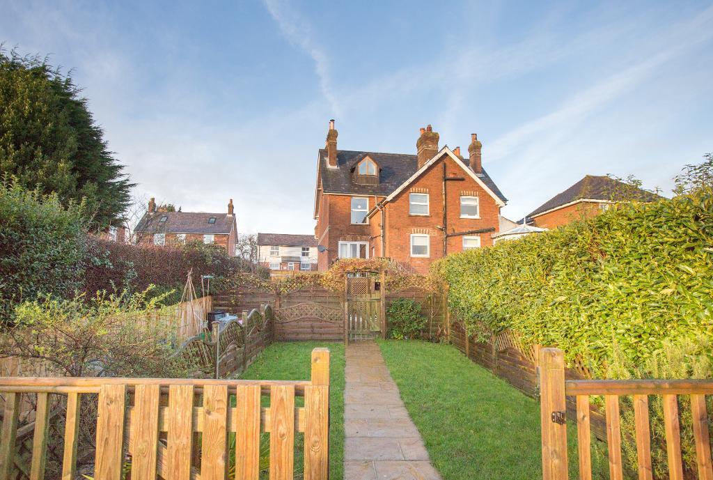 4 Bedrooms Semi Detached House for sale in High Street, Cross in Hand, Heathfield, East Sussex, TN21 0SR