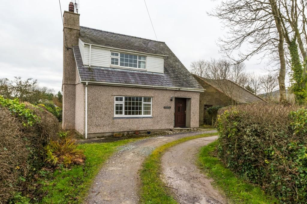3 Bedrooms Detached House for sale in Penisarwaun, Gwynedd, North Wales
