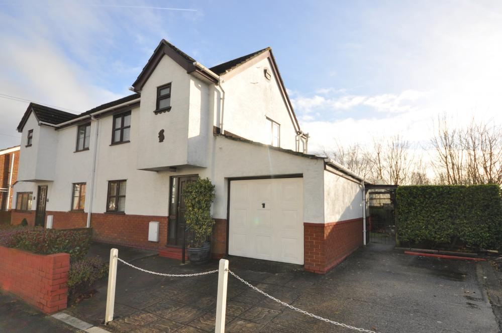 3 Bedrooms Semi Detached House for sale in Southampton Road, Ringwood, BH24 1JF