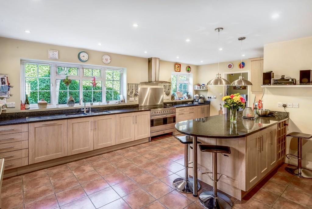 4 Bedrooms Detached House for sale in Northchapel
