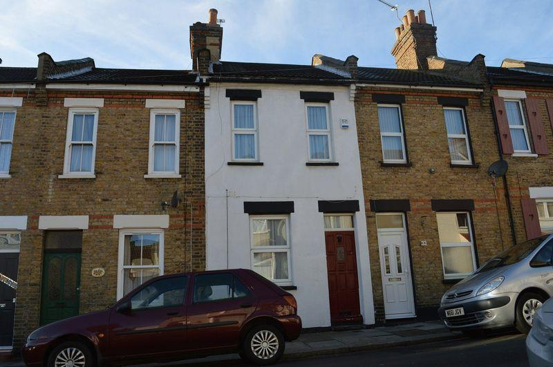 2 Bedrooms House for sale in Oakleigh Avenue, Southend-On-Sea