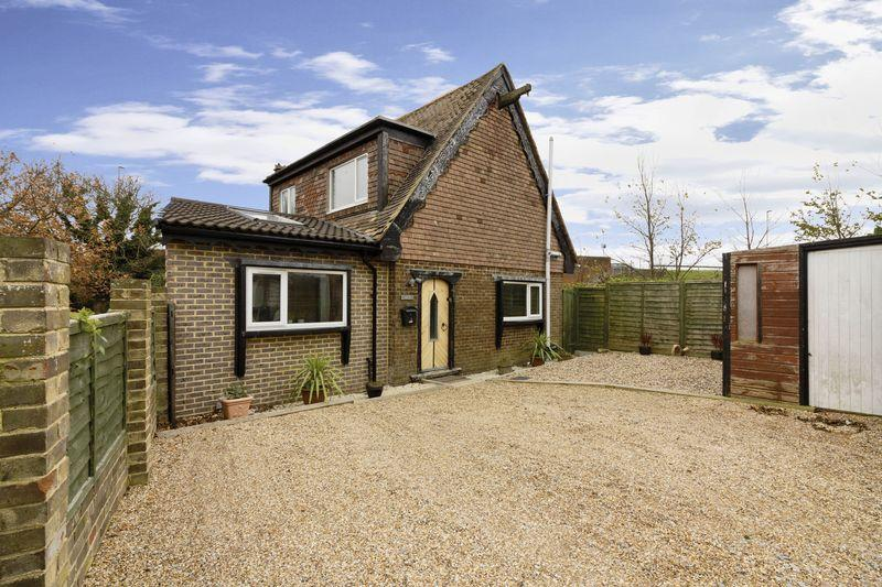 3 Bedrooms Detached House for sale in Meadow Lane, Lancing