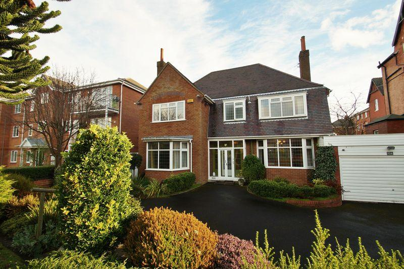 4 Bedrooms Detached House for sale in Lulworth Road, Southport