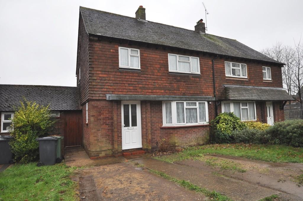 3 Bedrooms Semi Detached House for sale in Willow Way, Guildford