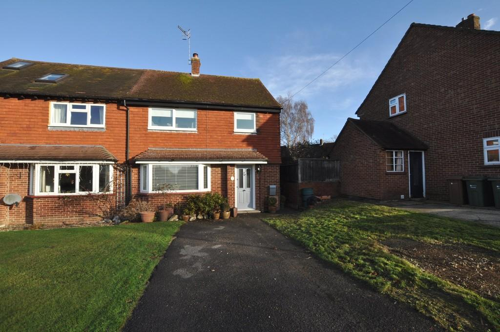 3 Bedrooms Semi Detached House for sale in Upfolds Green, Guildford