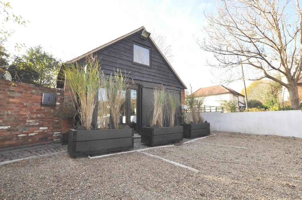 1 Bedroom Barn Conversion Character Property for sale in Broadford Road , Shalford