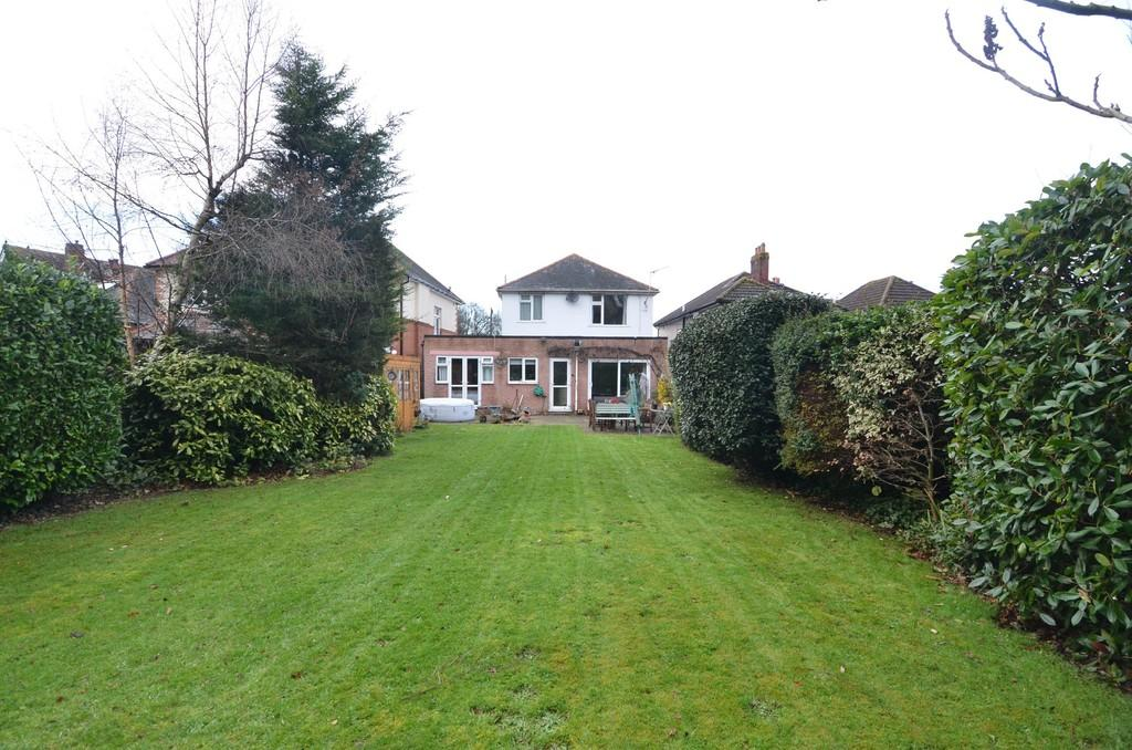 4 Bedrooms Detached House for sale in Uplands Road, Bournemouth