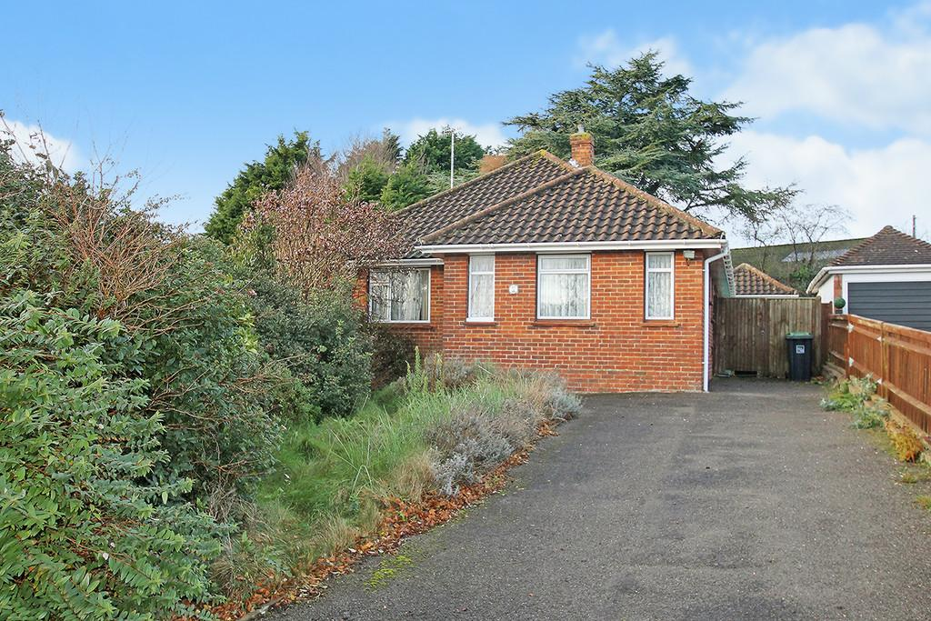 3 Bedrooms Detached Bungalow for sale in Pines Avenue , Worthing, BN14 9JG