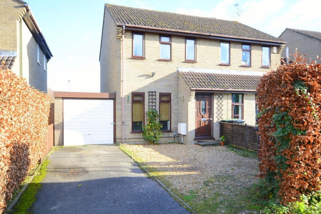 2 Bedrooms Semi Detached House for sale in Mendip Road, Verwood